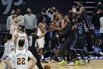 NBA》剩1.6秒發後場球 巴恩斯照樣神奇絕殺