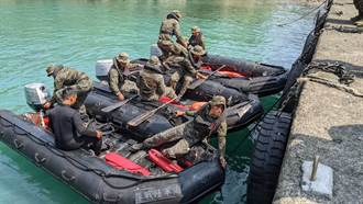 戰機失事海域能見度低 民間水上摩托車隊加入搜尋
