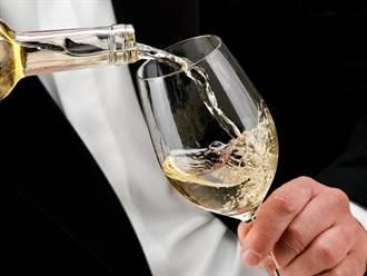 40年狂飲萬斤白酒 他竟長出柳丁大的「象鼻子」