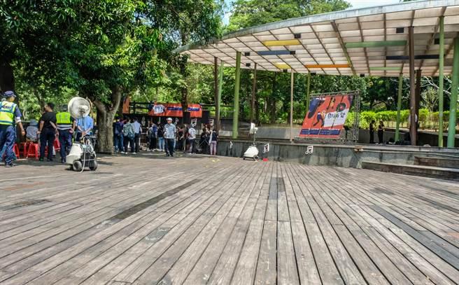 鄧雨賢音樂文化公園將變身,公園地板將拆除規畫天然草皮。(羅浚濱攝)