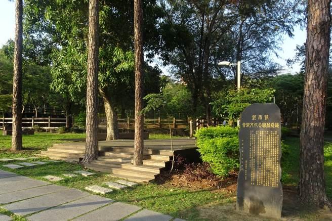 鄧雨賢音樂文化公園將變身,木棧道將拆除。(羅浚濱攝)