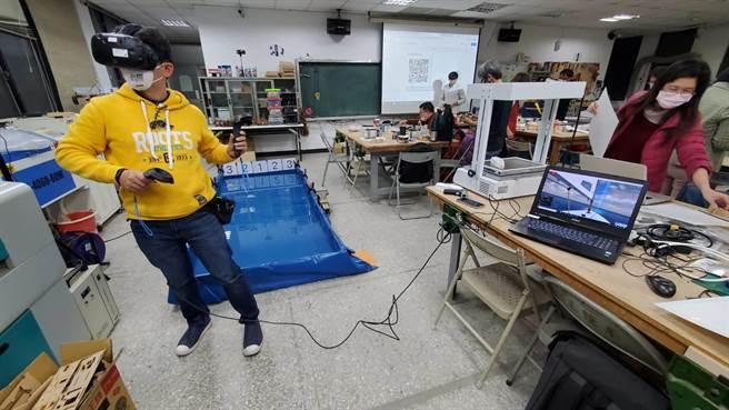 基隆市政府與台師大教授團隊張玉山合作,28日在台師大舉辦「虛擬實境VR融入船舶設計製作工作坊」。(基隆市政府提供/陳彩玲基隆傳真)