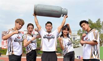 李玖哲扛20公斤瓦斯桶跑百米 健步如飛帥炸了