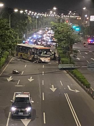長賜輪馬路版 客運暴衝撞爛橫卡路中 新北要道中斷3人傷