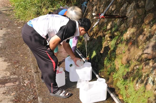 缺水引用山泉水,當心水蛭幼蟲、寄生蟲及其他微生物菌叢上身。(示意圖/本報系資料照片、廖肇祥攝 非新聞當事人)
