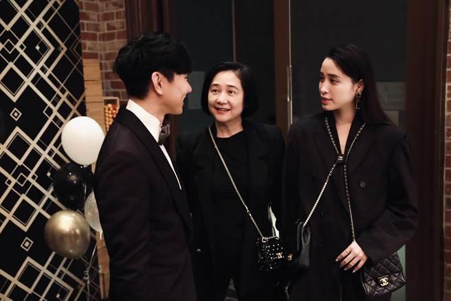 傅娟、歐陽妮妮母女檔也是宴中嘉賓。(圖/FB@林俊傑)