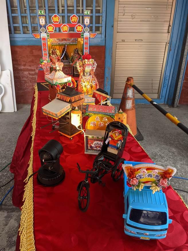 台南市六甲區恒安宮「二保半在地生活節」還有廟會模型特展。(莊曜聰攝)