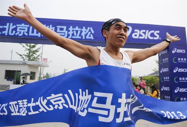 亞瑟士ASICS日本總部發聲明否定該公司在大陸的官方微博上挺新疆棉聲明。圖為亞瑟士北京舉辦山地馬拉松賽。(圖/中新社)