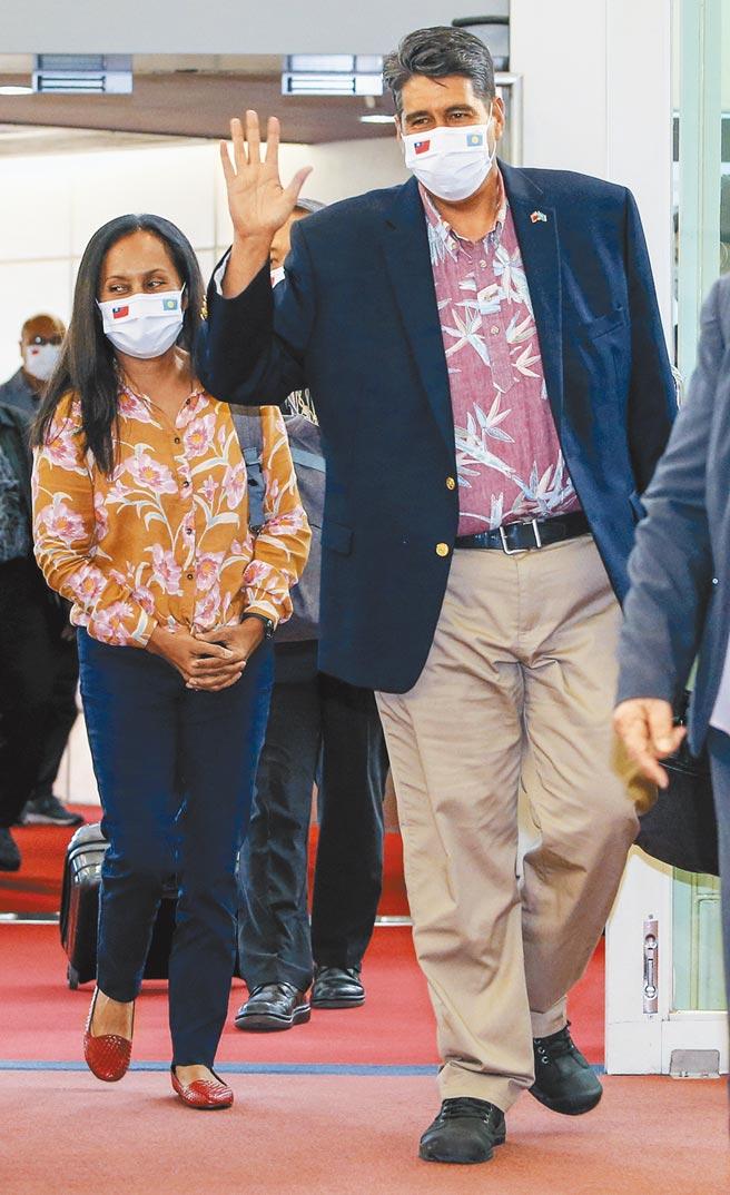 台帛旅遊泡泡將於4月1日啟動,帛琉總統惠恕仁昨日下午率先帶團抵台訪問。(陳麒全攝)