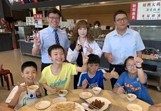 好香的兒童節禮物 噴水雞肉飯請百名師生吃兒童餐