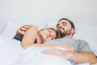 寂寞人妻花錢找男人抱抱陪睡 老公竟舉雙手贊同