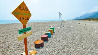 花蓮三棧溪出海口 美照設施占據沙灘