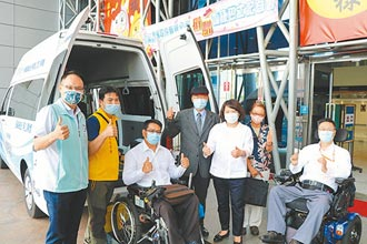 企業家捐復康巴士 回饋嘉鄉