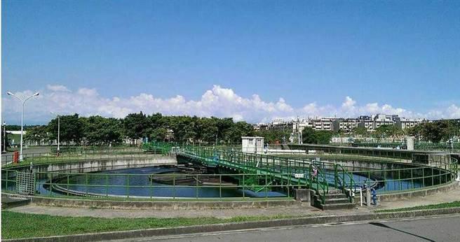 2013年內政部從南到北選定6座污水廠做示範再生水工程計畫,並預計於2020年全數完工,但至今僅「鳳山溪再生水廠」完工商轉。(圖/報系資料照)