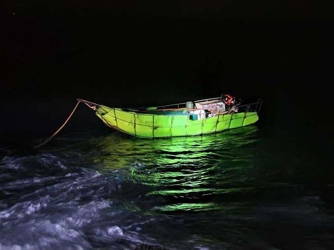 The Wuqiu garrison and the ground patrol dominated the police all the way.  The image shows the equipment floating in the sea.  (Provided by the Golden Gate Coast Guard)