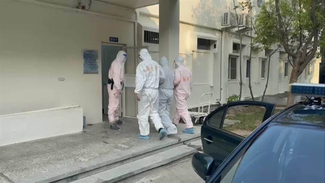 After ground patrols and the garrison jointly arrested the mainland smugglers, they were taken to the Kinmen Prefecture's Prosecutor's Office for investigation in violation of the entry and exit laws and immigration and the National security law.  (Provided by the Golden Gate Coast Guard)