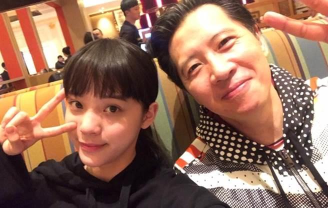 歐陽龍曾告訴女兒不准染髮、穿耳洞。(圖/FB@歐陽龍)