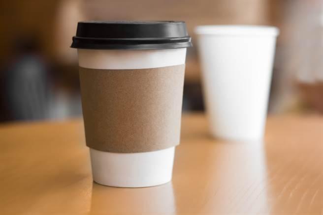 他帶杯子買超商咖啡沒折扣 網一看不挺:3元也貪 - 社會
