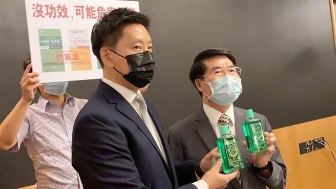 日本品牌「柳屋」生髮液,傳遭仿冒侵權。右邊是正貨、左邊為假貨,但光從瓶身難以辨識。(柯宗緯攝)