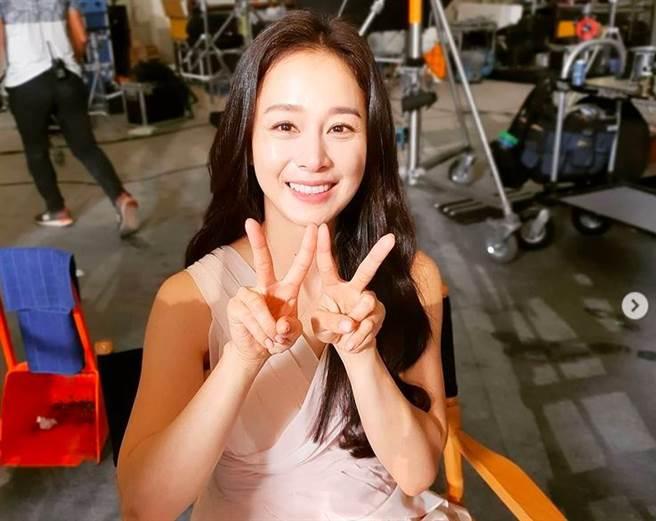 金泰希被封韓國第一美女,和Rain婚後育有2女。(圖/翻攝自IG)