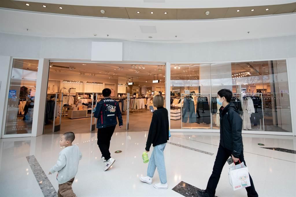 快時尚從2000年左右進入大陸市場,在各城市以跑馬圈地方式快速展店,但是到2016年之後形勢開始反轉。(圖/路透)