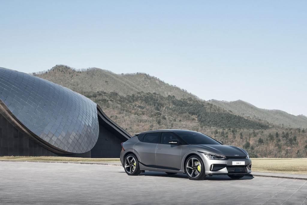 續航力超過510公里、GT 車型加速3.5秒內破百,KIA EV6 純電跨界 SUV 資訊全面公開!