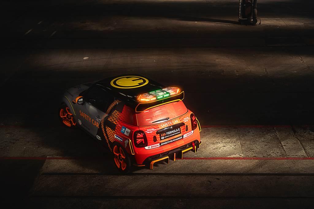 取材自JCW的純電暴力玩具 MINI發表電動方程式安全前導車MINI Electric Pacesetter