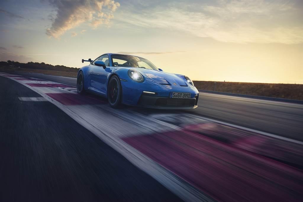 Porsche點燃賽道魂,911 GT3 899萬元起上市。