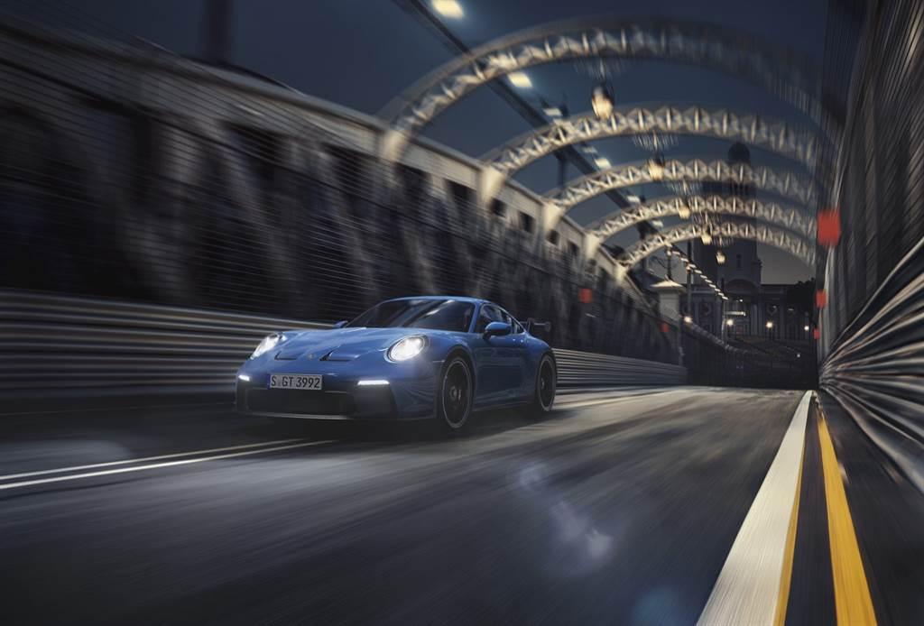 911 GT3擁有比911 GT3 RS更快的320km/h極速表現(搭配PDK雙離合器自手排變速系統車款極速則為318km/h)。