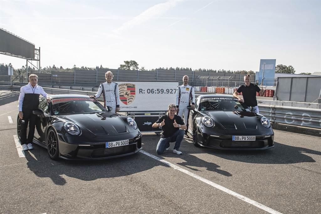 全新911 GT3與保時捷賽車運動部門共同開發,擁有最純正的賽車科技,提供更純粹的性能表現。