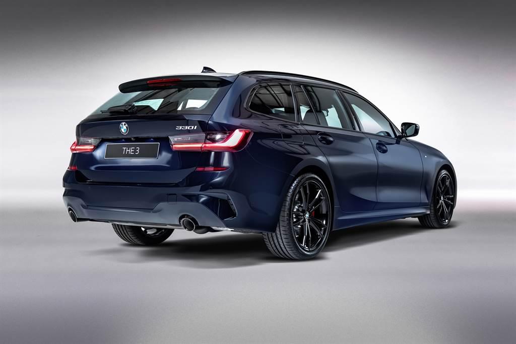黑色車頂架與黑色排氣尾飾管,搭配L型3D立體曲面設計尾燈組,勾勒出優美駿逸並融合時尚的動感樣貌。