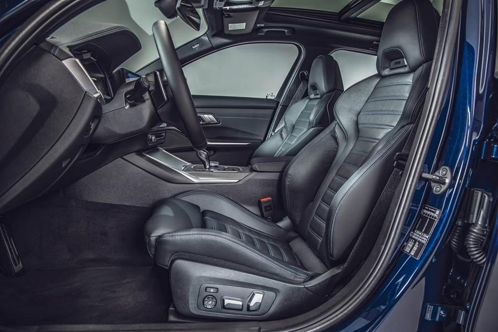 包覆性與支撐性優異的M雙前座跑車座椅搭配全新Vernasca真皮內裝,不僅堆砌出濃烈性能感,柔軟觸感與細緻車工,傳達豪華品牌對於高品質的堅持。