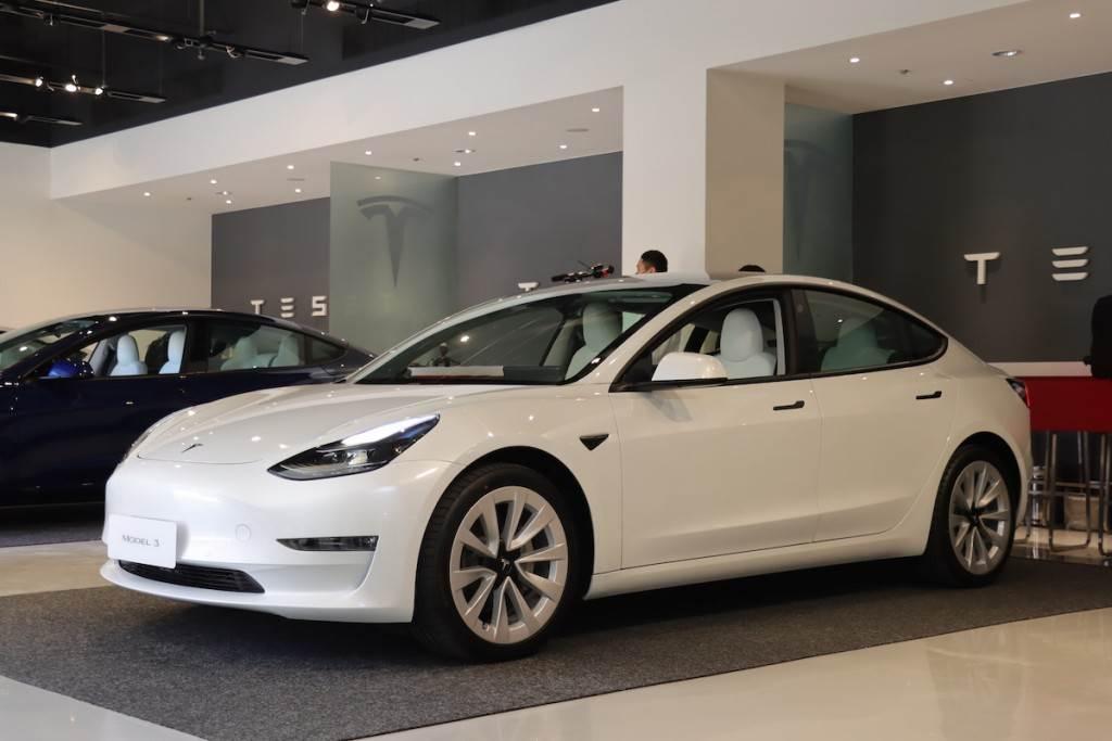 Tesla Model 3 第一季台灣掛牌突破 1,200 輛 白色內裝現貨車首次推出即完售 宣布再開放多座超級充電站