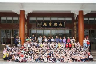 嘉县朴子市模范儿童颁奖 因疫情市长改到各校表扬