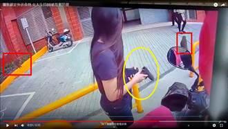 女大生宿舍前「持槍取餐」 猴群現身識相秒閃