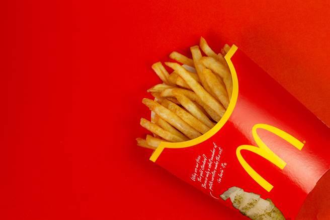 不少人有外帶麥當勞薯條,回到家打開後卻軟爛不好的經驗,一名麥當勞員工分享1招,保證能吃到香脆的薯條。(圖/示意圖,達志影像)