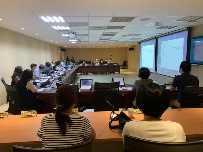 台北車站特定專用區C1/D1土地聯合開發案再度進行環境影響評估審查。(黃婉婷攝)