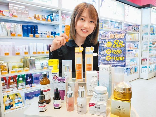 康是美專業醫美節消費滿1500元全面88折,買1送1同享優惠折扣。(康是美提供)