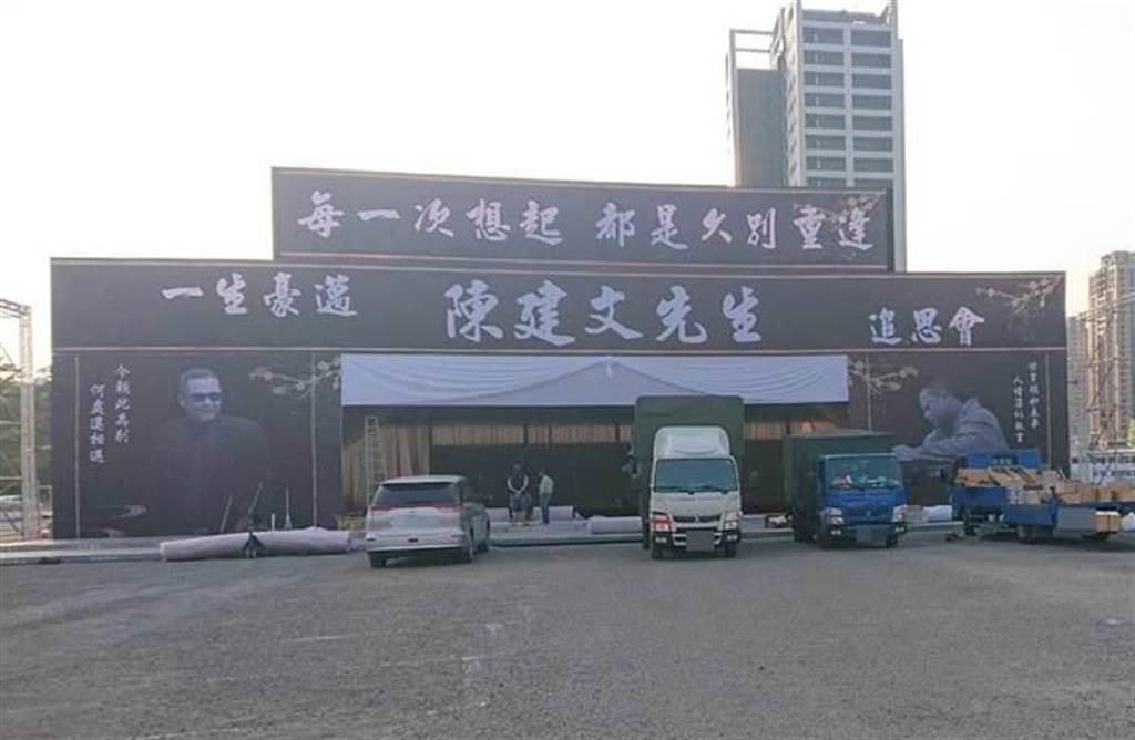 台南角頭「建文」今出殯,250輛黑頭車加全省5000名兄弟送行。(程炳章攝)