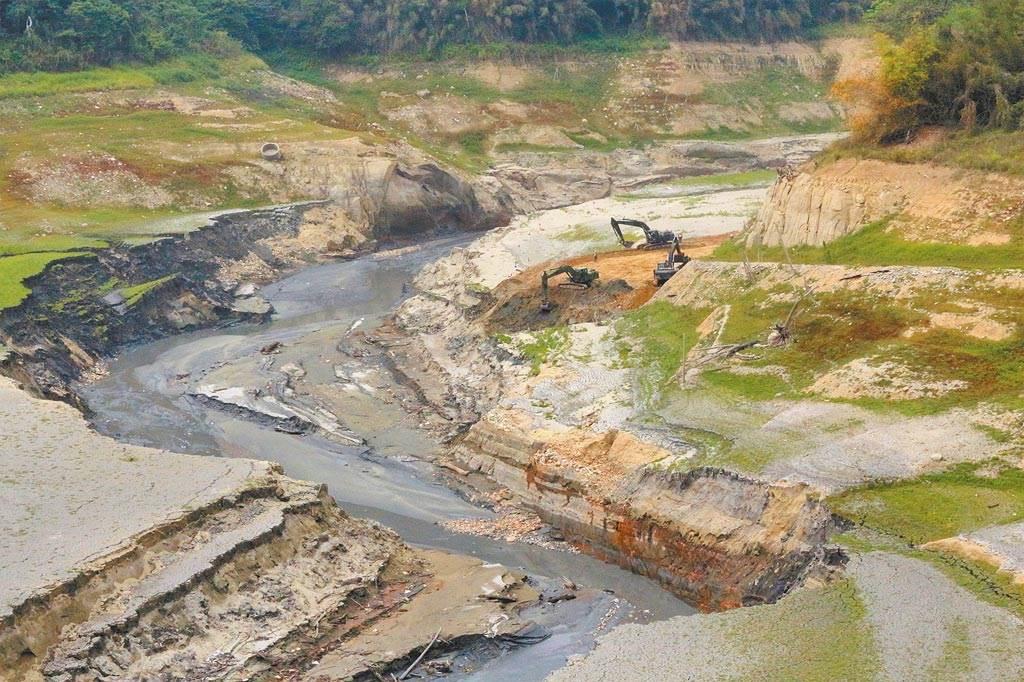 全台水情吃緊,圖為苗栗縣鯉魚潭水庫乾枯狀況。(資料照 巫靜婷攝)