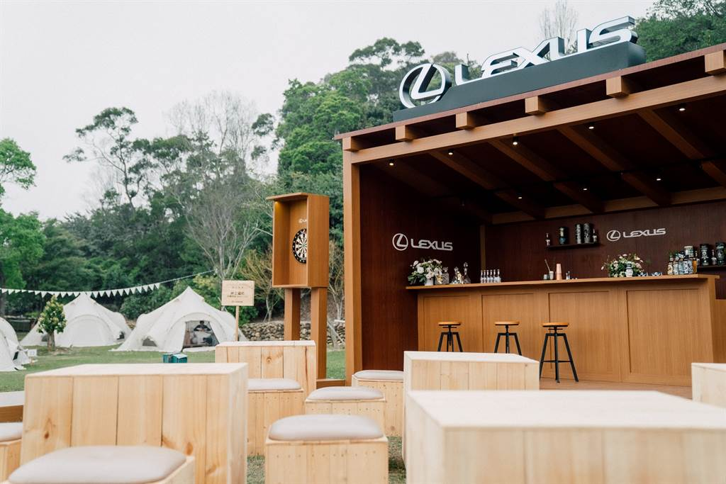 LEXUS紳士酒吧,提供車主微醺時刻與親友們同樂的最佳地點。