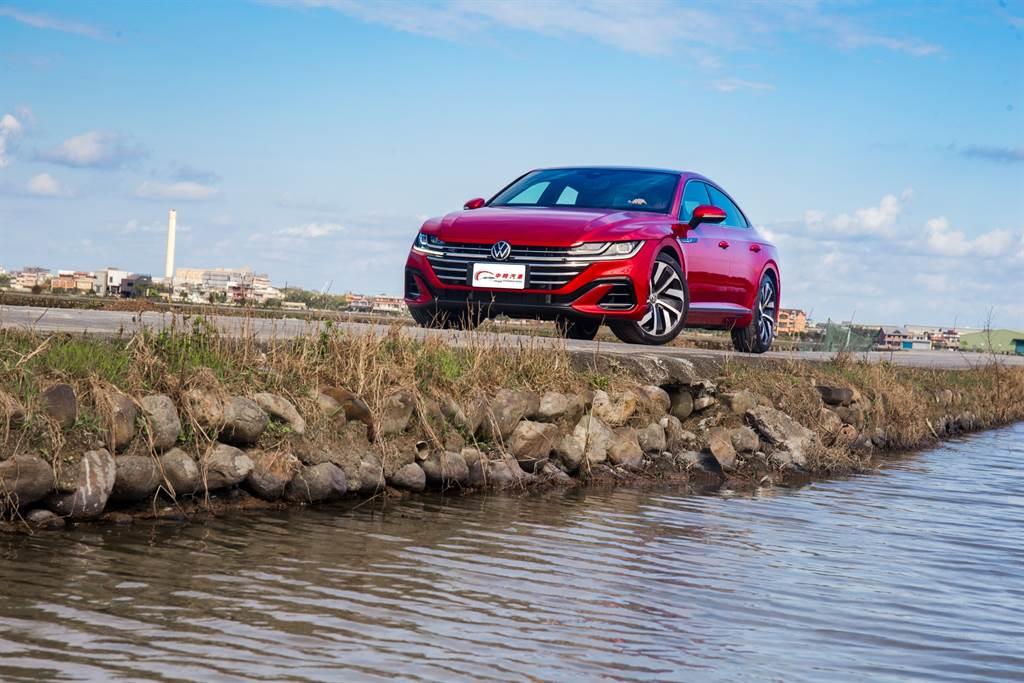 平民轎跑夢 Volkswagen Arteon Fastback 330 TSI R-Line試駕(圖/陳彥文攝,以下亦同)
