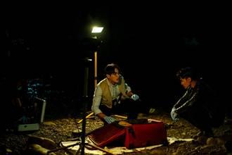 百萬燈具還原命案現場 禾浩辰、 是元介寒流熬夜溪邊查案