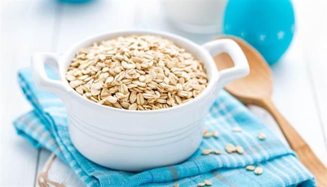 張韶涵戒除麵包改吃燕麥,並且僅在運動過後的黃金時間破戒吃點糖。(示意圖/Shutterstock)