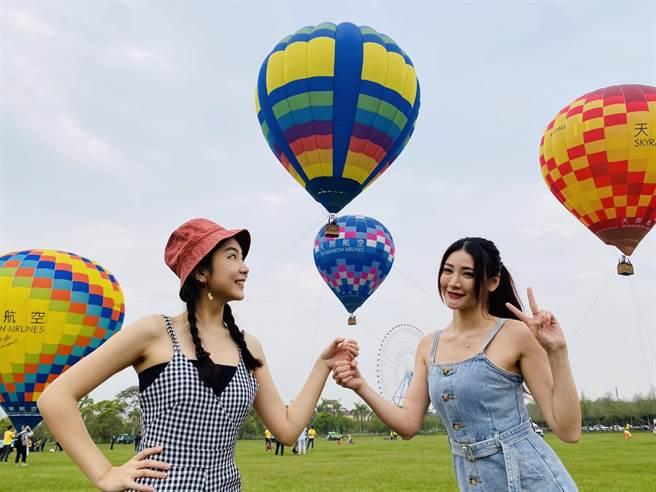 彩色球體搭配綠地草原與全台最大摩天輪,美景如畫成為網美必拍熱點。(陳淑娥攝)
