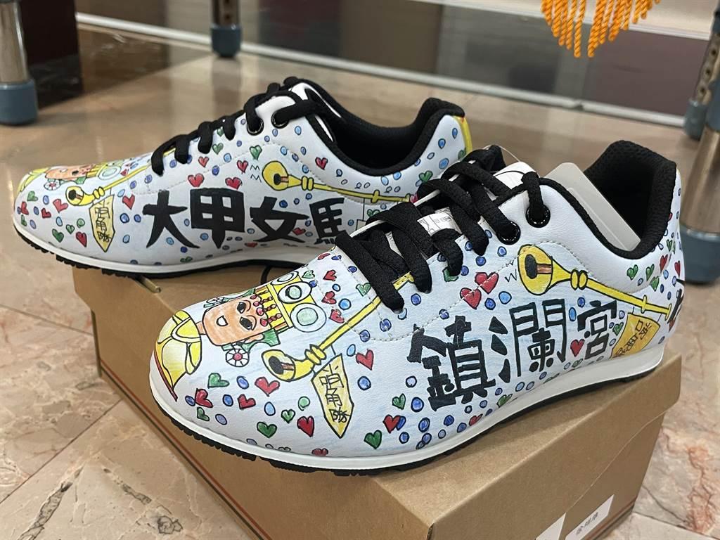 充滿大甲特色的「媽祖鞋」。(台中市社會局提供/王文吉台中傳真)
