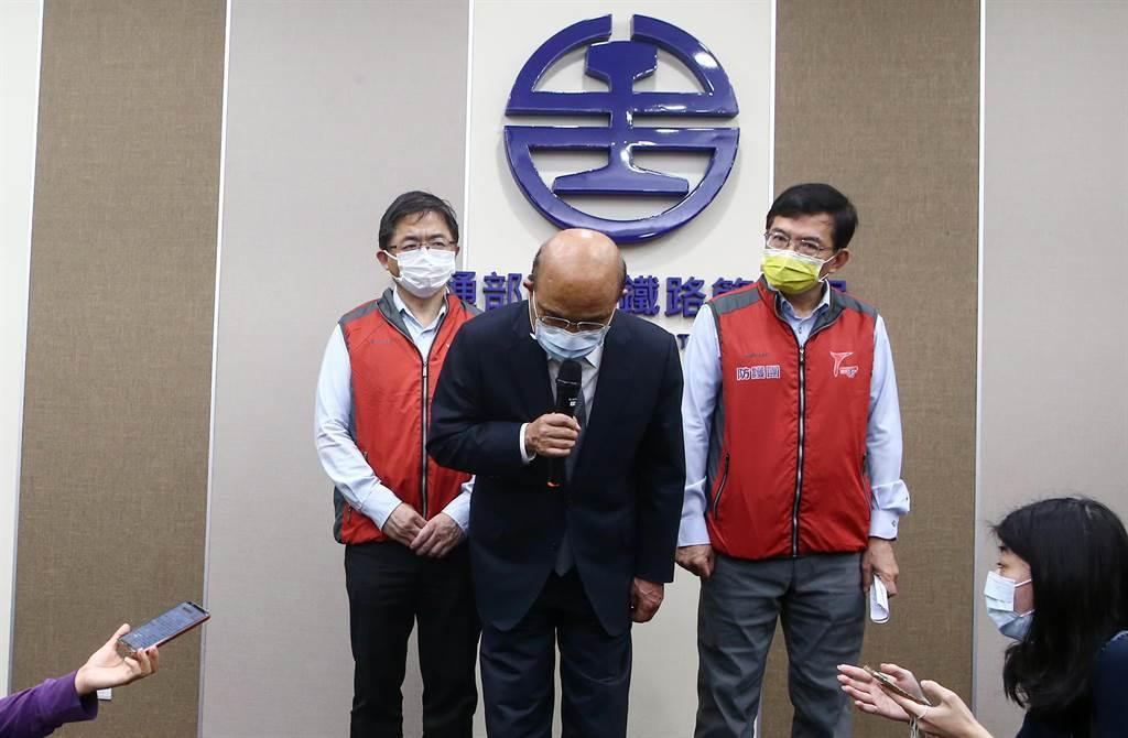 太魯閣號出軌案造成49人死亡,事後行政院長蘇貞昌向罹難的家屬、受傷的乘客表示最大的歉意。(中時資料照/鄧博仁攝)