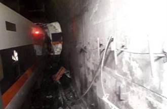 【太魯閣出軌】車廂卡隧道停電 500乘客摸黑開手機爬窗逃