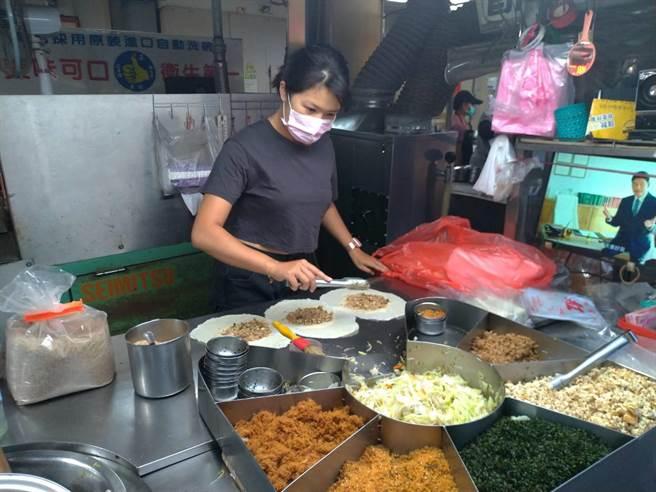 清明節傳統美食 中市經發局長帶路吃美味潤餅 - 寶島