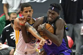 NBA》柯瑞突然宣告不打 勇士慘輸暴龍53分